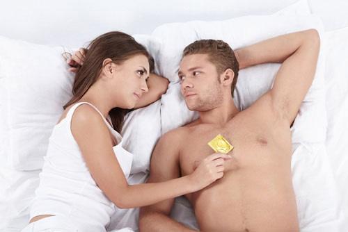 sử dụng bao cao su khi quan hệ