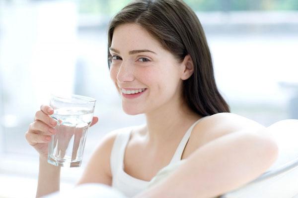 uống nhiều nước sau khi hơ vùng kín